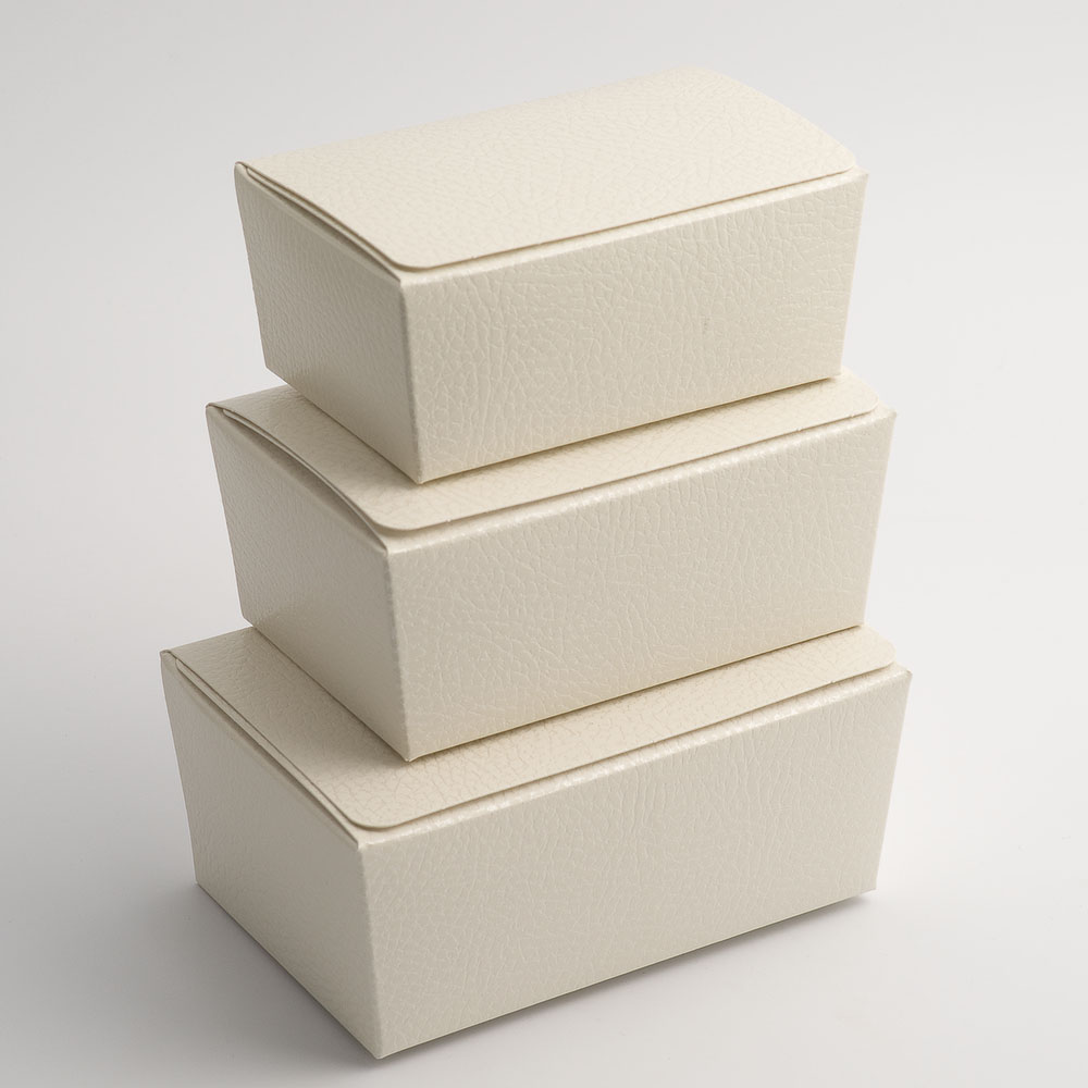 Antique White Pelle Ballotin Favour Box 103mm x 67mm x 45mm