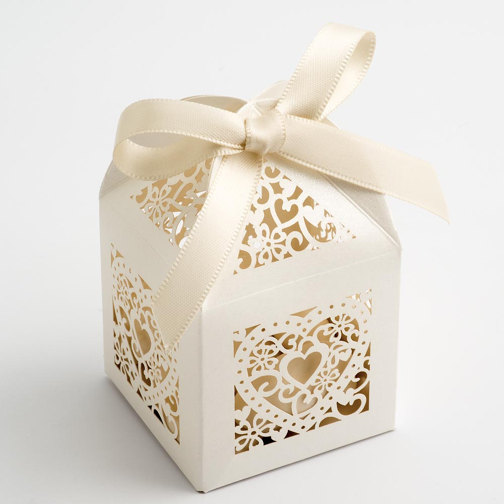 Filigree Heart Favour Box - Pearlised Ivory