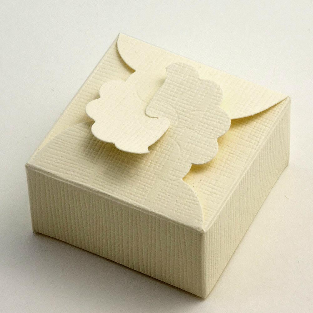 Ivory Silk Margherita Favour Box 90MM
